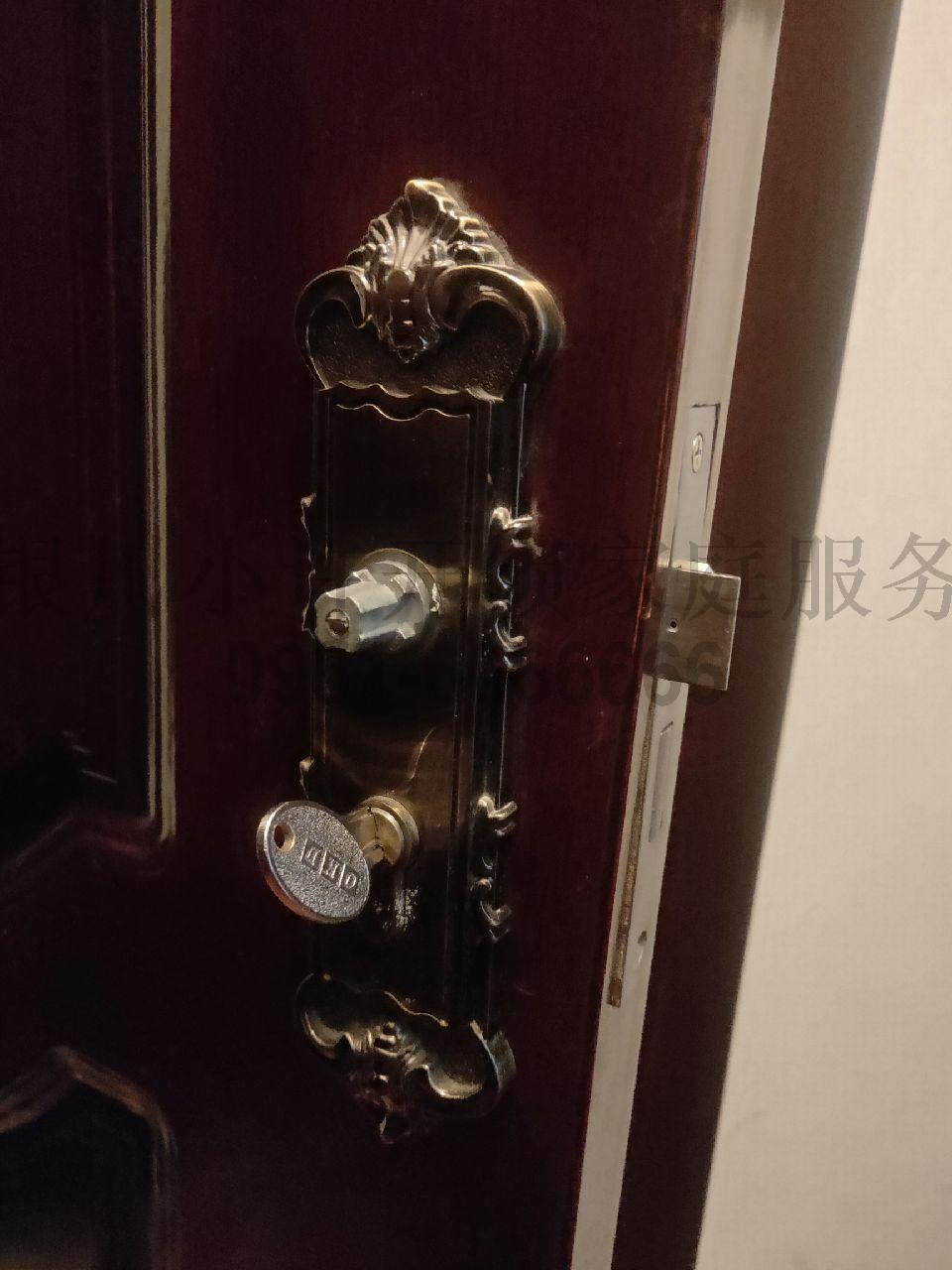 換木頭門鎖